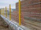 浸塑桃型柱围栏网