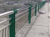 绿色不锈钢桥梁护栏